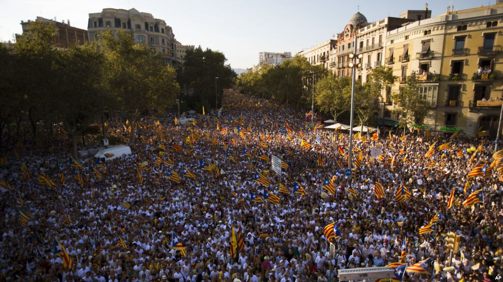 Hundreds of thousands rally in Barcelona against Catalan independence