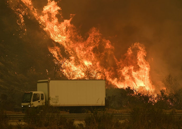Thomas Fire continues to grow towards Santa Barbra County