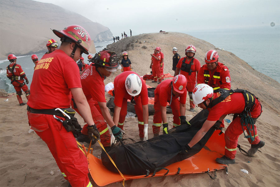 Peruvian bus Slips over 'devil's' cliff - Accident Site