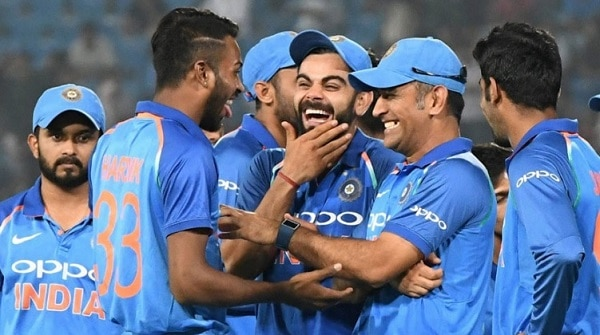 MS Dhoni in Funny mood with team
